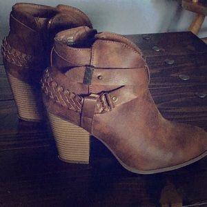 Size 9 women's brown booties